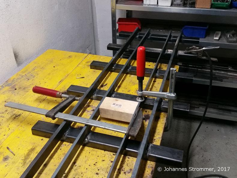Vierschienengleis für die Spurweiten 127 mm (5 Zoll), 184 mm (7 ¼ Zoll) und 260 mm (10 ¼ Zoll).