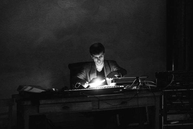 Gabriel Chemin-Crozet, régie musique, Réel Machine, Espace Deschamps-Makeïeff, Paris, 2015 © Dominique Sécher