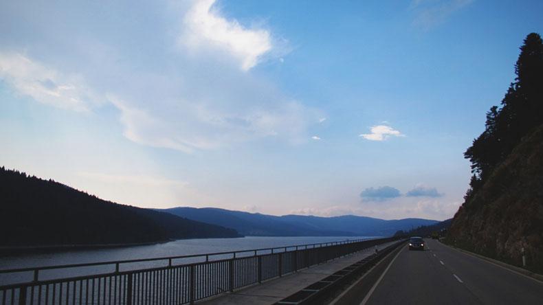 BIGOUSTEPPES Allemagne lac route camion mercedes