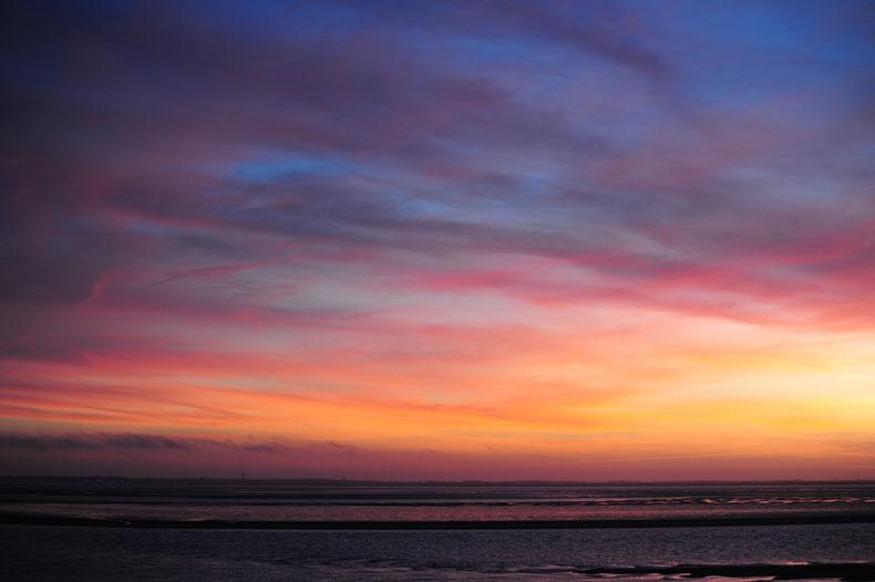 Sonnenuntergang über dem Wattenmeer am 25. März 2017