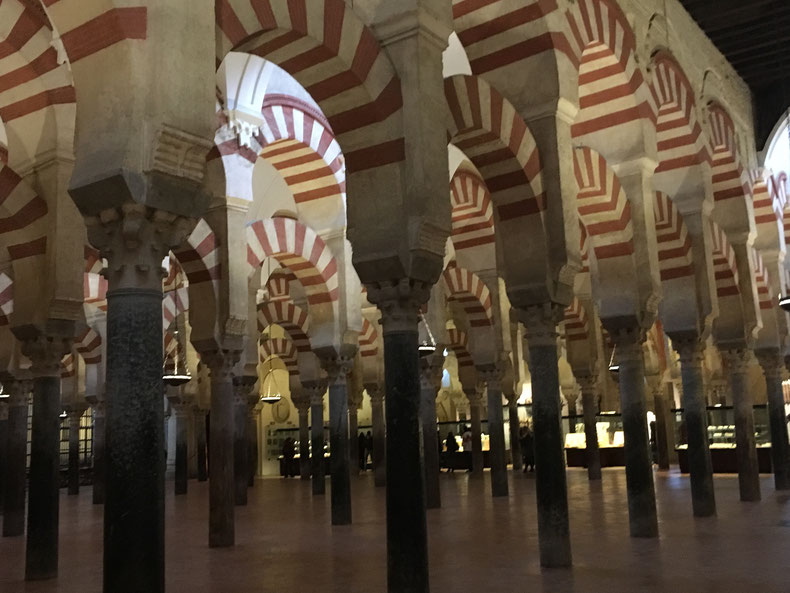 Innenraum der Moschee-Kathedrale