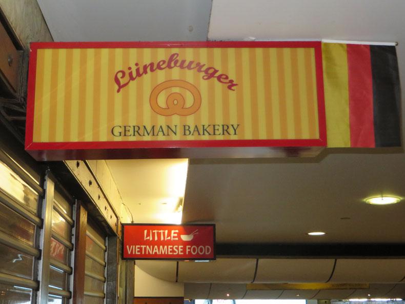 Einfach ohne Worte. Wir Norddeutschen sind auch überall. :-) Leider hat die Bäckerei geschlossen.