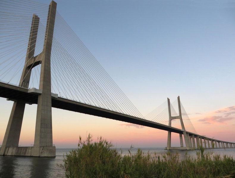 Vasko da Gamos tiltas per Težo upę Lisabonoje / Foto: Kristina Stalnionytė