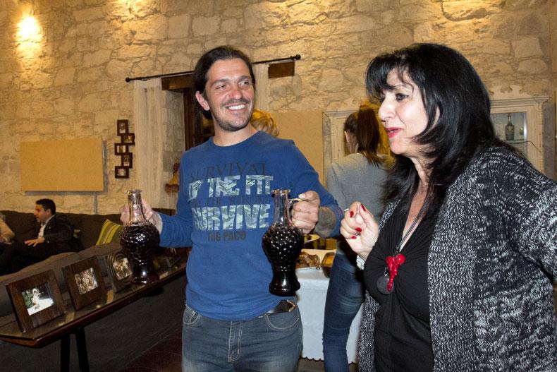 Zoulla Achilleos Kounouni Arsoramos svečių namų šeimininkė ir Christos Kayias Arsos kaime Kipre