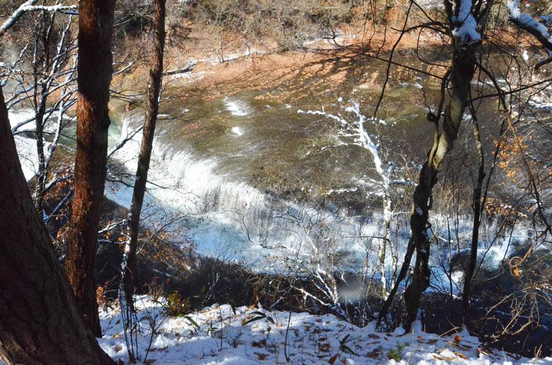 六角堂からの吹割の滝の眺め