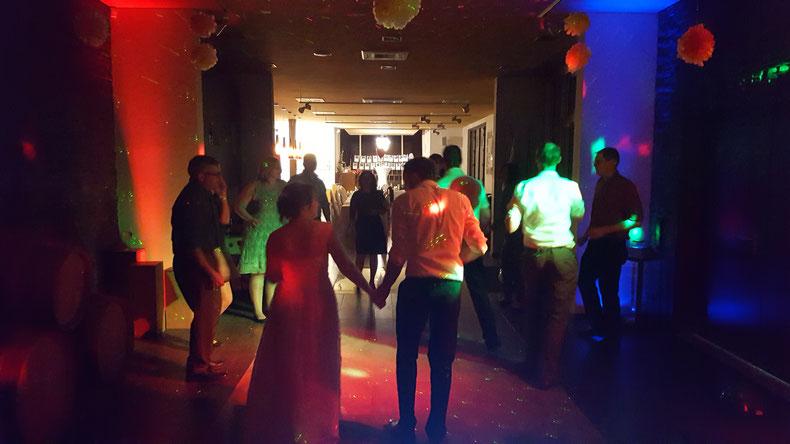 Für mich als DJ ist es immer wieder schön zu sehen, wie die Hochzeitspaare ins Glück Ihrer gemeinsamen Zukunft tanzen!