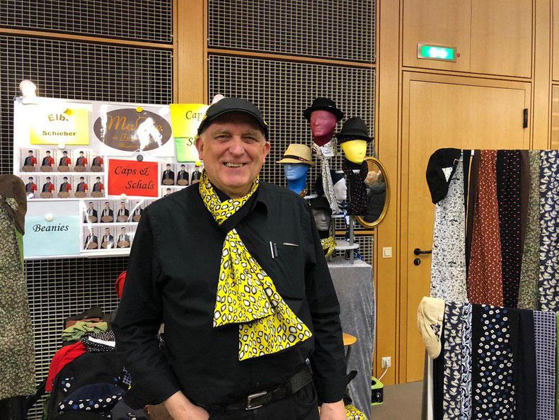 """""""Johann: Die Produkte von MaDie-Fashion faszinieren mich. Ich trage diese im Alltag aber auch auf den Märkten. Die Mode von MaDie-Fashion sowie die Idee hinter dem freundlichen Familienteam begeistert mich nachhaltig."""""""