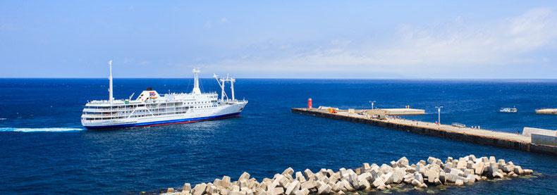 利島港のさるびあ丸