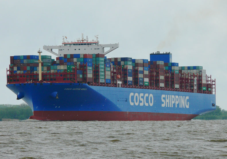 """COSCO SHIPPING NEBULA"" auf der Elbe, 03.05.2019"