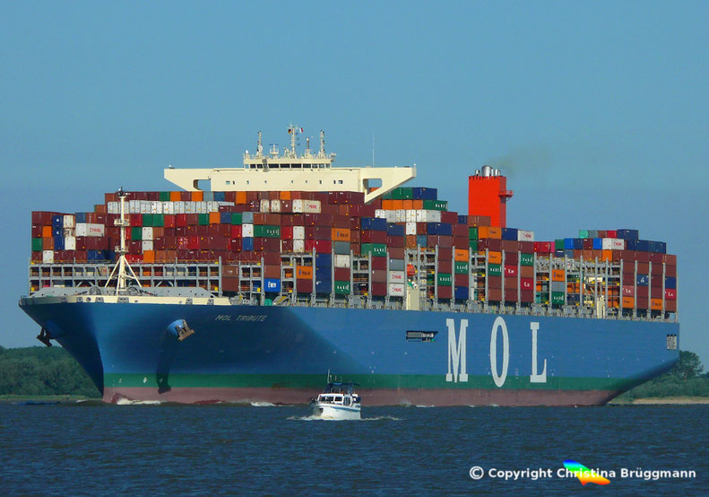 "MOL Containerschiff ""MOL TRIBUTE"", auf der Elbe 06.06.2018"