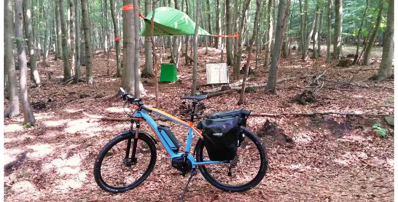 Baumzelt Solling mit E-Mountainbike.