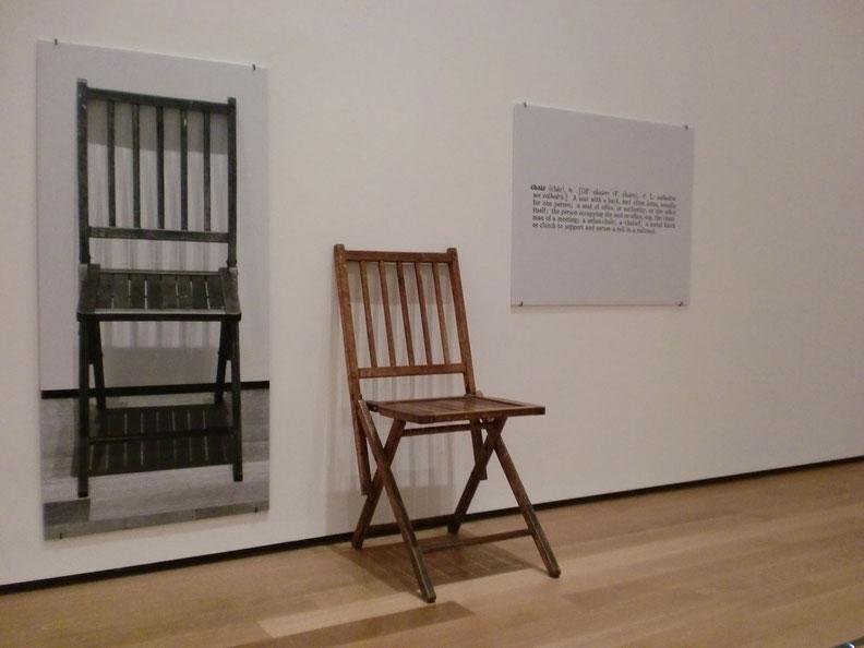 ジョセフ・コスース《一つと三つの椅子》1965年