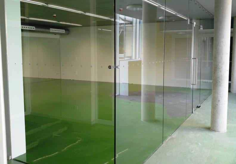 Glaserfachbetrieb Sichert > Ganzglasanlagen