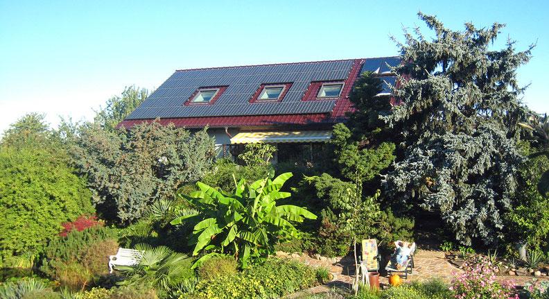 Ferienwohnung mit schönem Garten, Pergola, Teich, Liegewiese