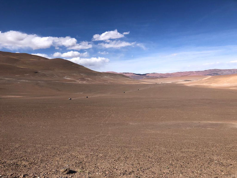 La caravana en la inmensidad del paisaje