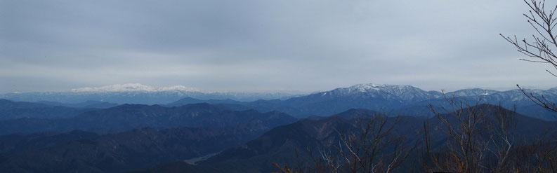 福井から望む白山をはじめ東方面の展望は、この日野山が最高にすばらしい!!