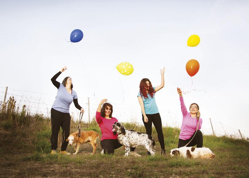 canile-cani-persone-palloncini-colorati