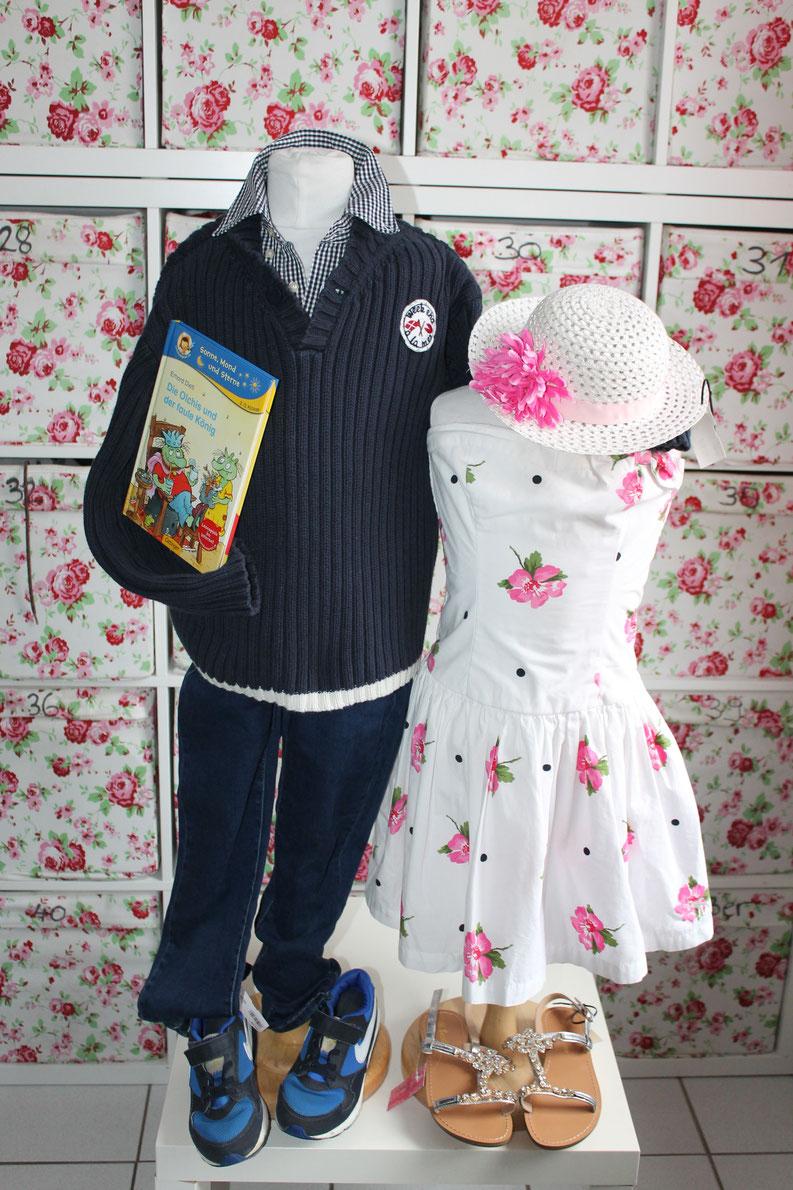 Second-Hand: Mädchenkleid, Jungenbekleidung, Schuhe, Glitzersandalen, Kinderbuch, Sommerhut