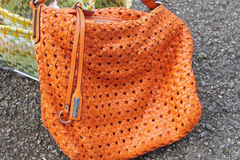 Second-Hand: Handtasche aus geflochtenem Leder in kräftigem Orange