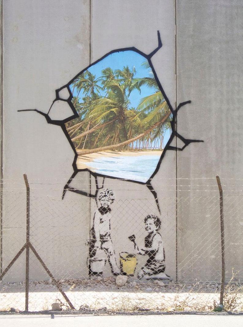 palestine-enfant-qui-joue-street-art-banksy.jpg