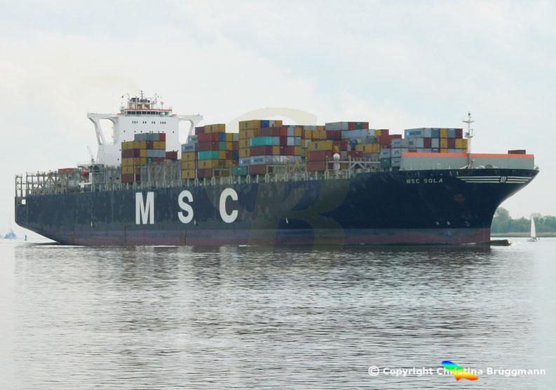 Containerschiff MSC SOLA auf der Elbe 08.05.2015