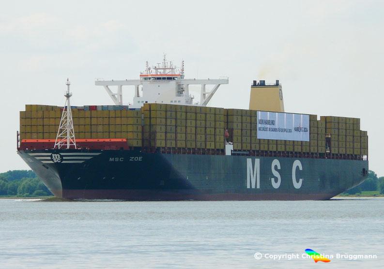 """""""MSC ZOE"""" Jungfahrtfahrt zur Taufe nach Hamburg auf der Elbe 01.08.2015"""
