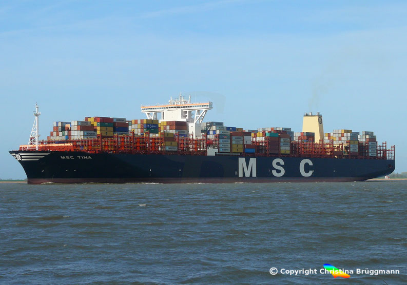 Containerschiff MSC TINA auf der Elbe 05.04.2017