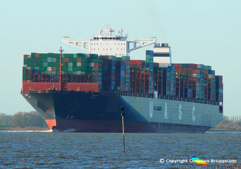 "UASC Containerschiff A19-Klasse ""TIHAMA"" auf der Elbe 27.11.2016"