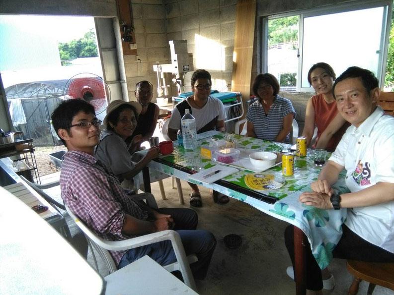 ▲小池さんを含めた糸満市のパッションフルーツ農家さんたちとの初回ミーティング