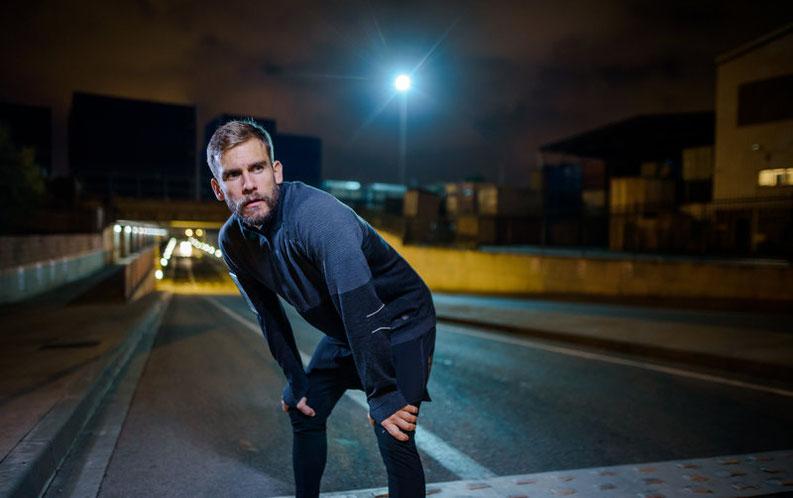 Läufer in der Nacht