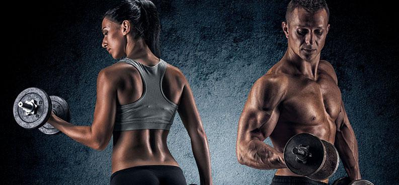 Mann und Frau machen Kraftsport