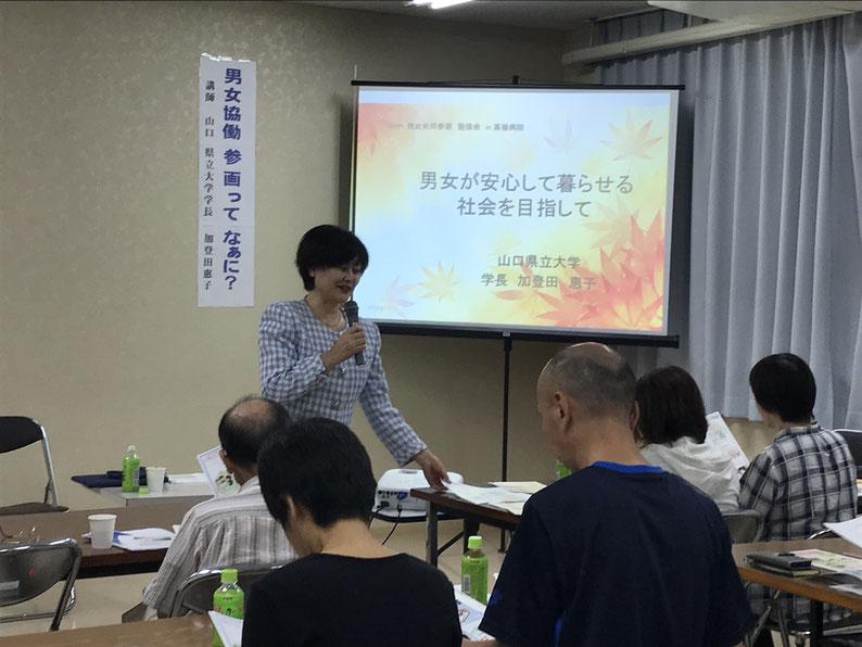 加登田学長の講演の様子