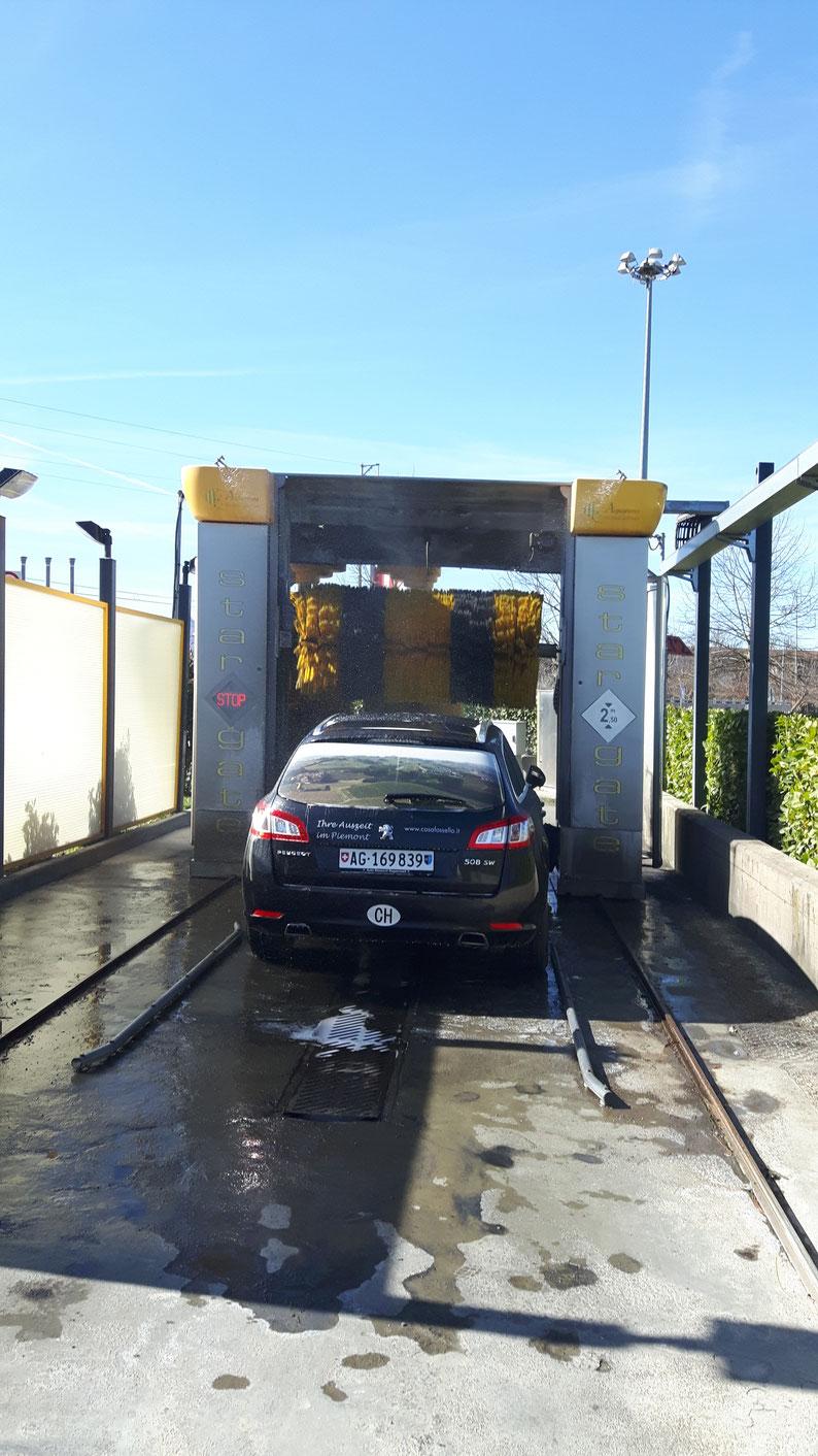 Open-Air. Es gibt nichts anderes. Schliesslich wäscht man das Auto auch nicht bei Regen oder Schnee.