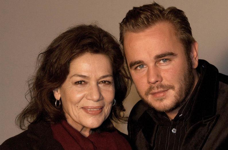 Frank Giering mit Hannelore Elsner anlässlich eines Pressetermins zur ARD Serie »Die Kommissarin« (November 2004) / ©imago/APress