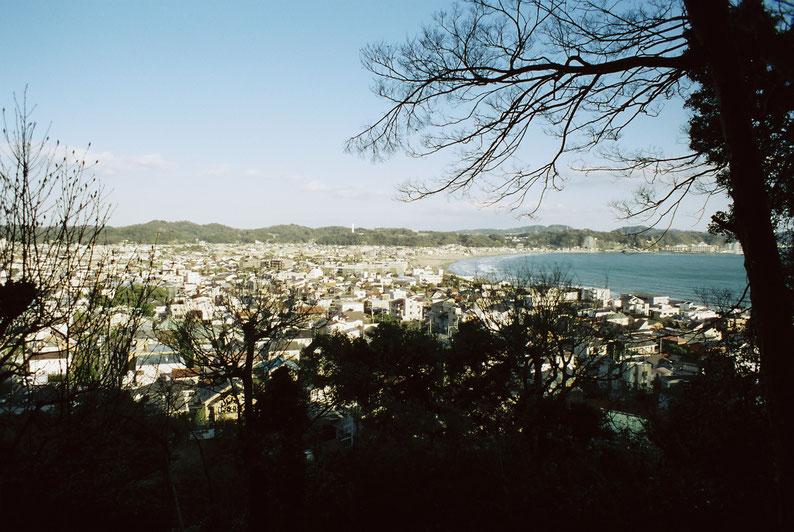 2020年 2月 鎌倉 長谷寺から由比ガ浜を望む PENTAX MV1 SMCTAKMAR 24mm f3.5