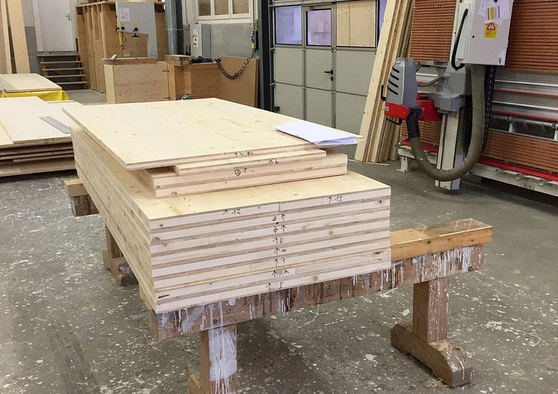 Hier entsteht der neue Lagerboden in den Werkhallen der Firma Stadelmann+Stutz AG in Fahrwangen.