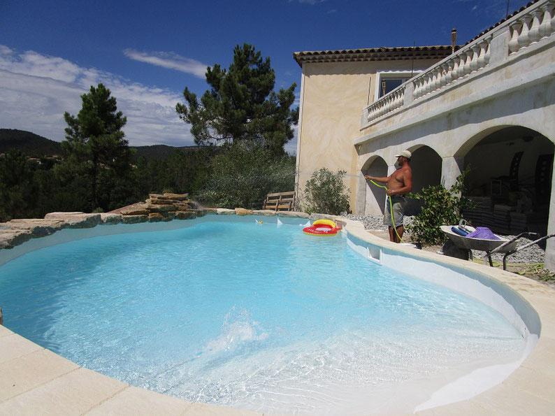 piscine silico-marbreux blanc