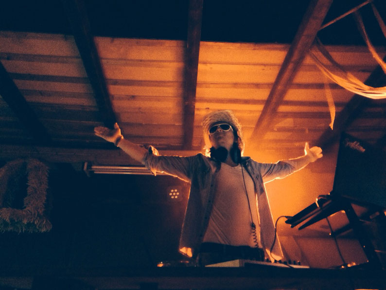 Hochzeit Firmenevent Scheidung Jubiläum DJ Musik Hochzeitsdj Köln Hürth NRW Deutschland Europa Welt Party Feiern saufen Geburtstag Birthday Weihnachtsfeier Barmitzwa House Rock Rnb Discjockey Partykapitän Captain dermarco aida Karneval Fastelovend