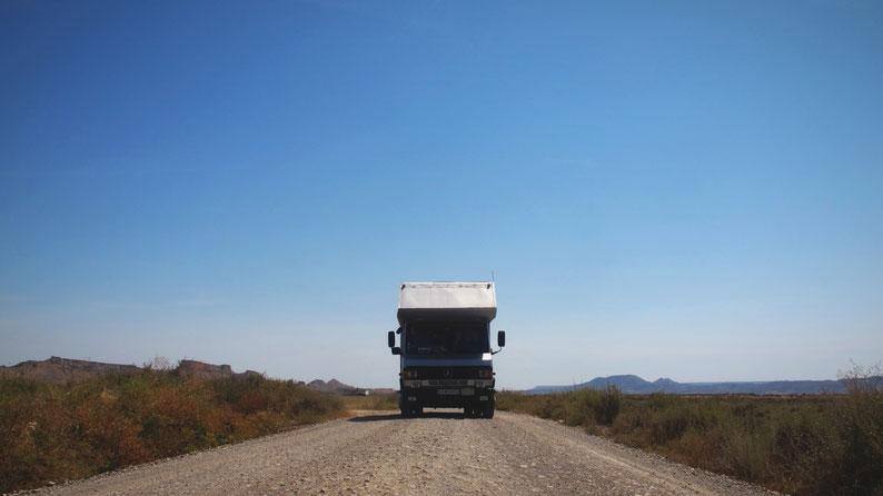 bigoustepes bardenas camion mercedes désert