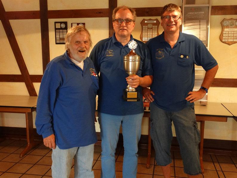 v.l.: Dieter Rybakowski (Platz 2), Bernd Sander (Sieger) und Thomas Trautmann (Platz 3)