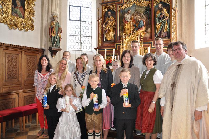 Die Erstkommunionkinder aus Seifriedswörth mit ihren Tischmüttern und Lehrerinnen
