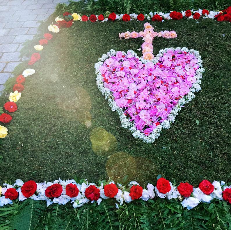 Blumenteppich aus der Pfarrei Neufraunhofen