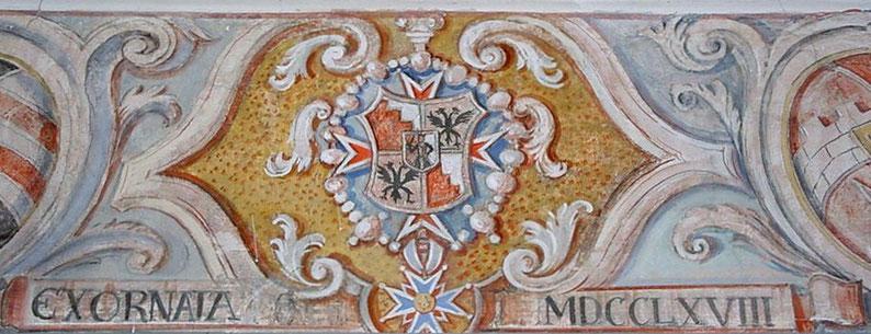 Oberhalb des Einganges zur Schlosskapelle im Schloß Biedenbach, befindet sich das Wappen der Grafen von Seyboltstorff. (Foto: Peter Käser).
