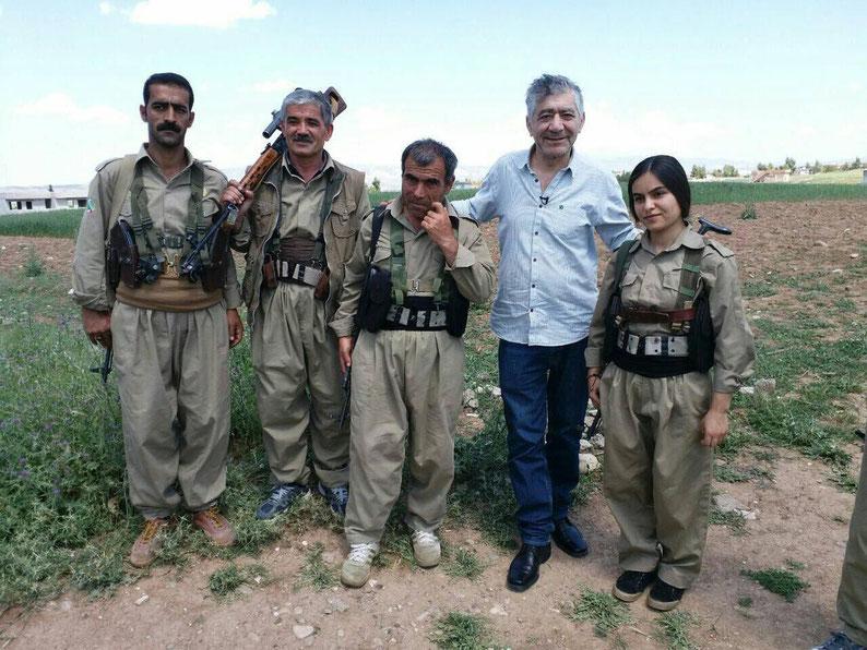 Ciwan Haco in visita alle unità Peshmerga di Erbil (foto @PDKIenglish)