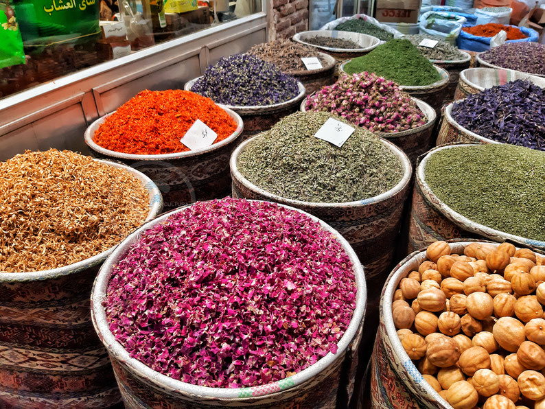 Spezie al mercato di Tabriz, Iran