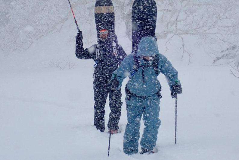 大雪の中ハイクアップ