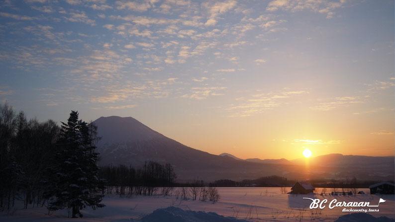 羊蹄山と朝日