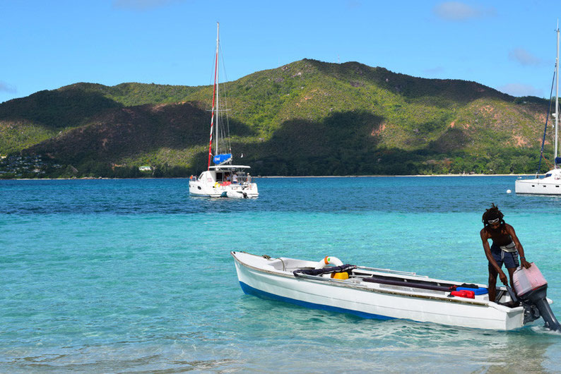 Our trip to the beautiful Seychelles islands - Crossing the sea by boat to arrive to the Curieuse Island