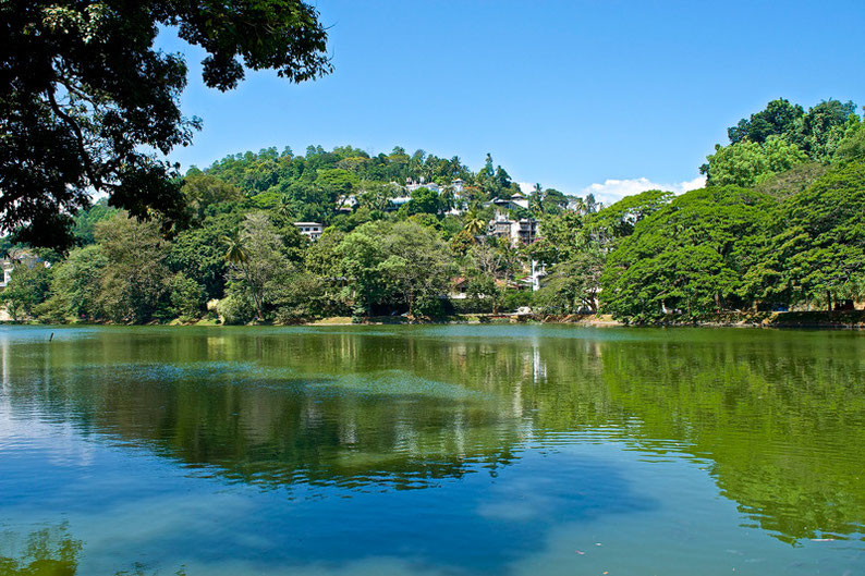 9 Days in Sri lanka - Lake in Kandy