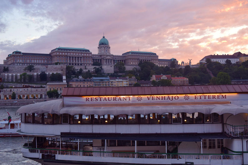 Budapest on a Weekend - Romantic dinner on a ship cruise